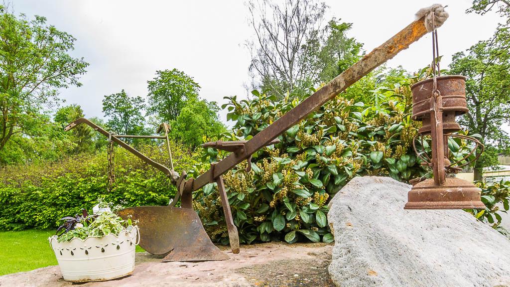 Optische Aufwertungen von Grundstücken und Gärten durch Einsatz rustikaler Accessoires