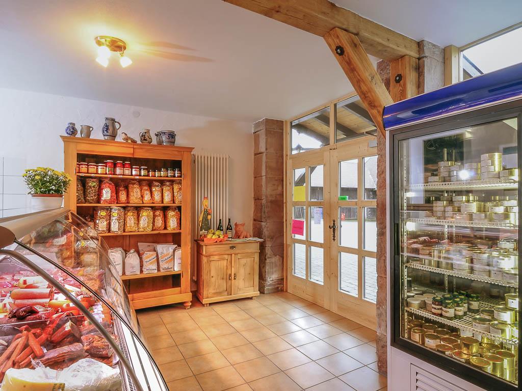 Blick auf den Eingangsbereich in unserem Hofladen